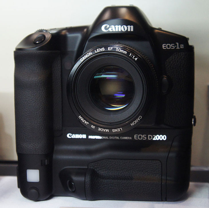 A Weird Yet Interesting Comparison: Canon EOS D2000 (1998) Vs EOS 5Ds R (2015)